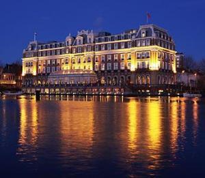 Amstel Hotel by night